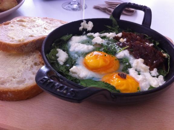 huevos al horno con espinacas de Federal Madrid-comideando