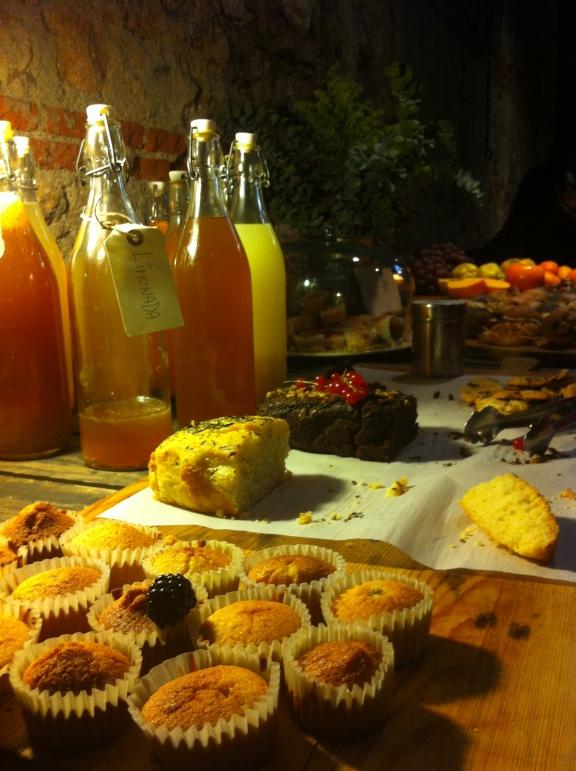 Mesa de dulces en La Cantina de Matadero-Madrid